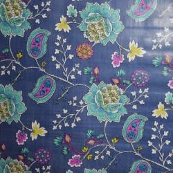 Toile cirée grande largeur 160 cm avec des fleurs sur fond bleu pour un esprit baroque