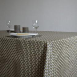 Nappe en tissu enduit ou toile enduite avec un motif éventail très tendance