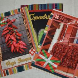 Lot de 3 torchons en sergé coton 100 % de 50 x 70 cm sur le pays basque avec piments et espadrilles