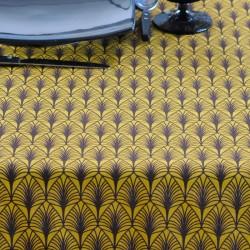 Nappe ourlée en toile ou tissu enduit avec un motif et un coloris moutarde très actuels