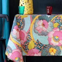Nappe en toile ou tissu enduit avec un motif de fleurs en pointillé sur un fond anthracite