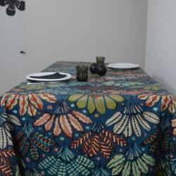 Nappe en 100 % coton enduite avec un motif indien original sur fond bleu