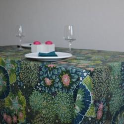 Nappe en toile ou tissu enduit de grande largeur, en 175 cm, avec un motif floral très agréable