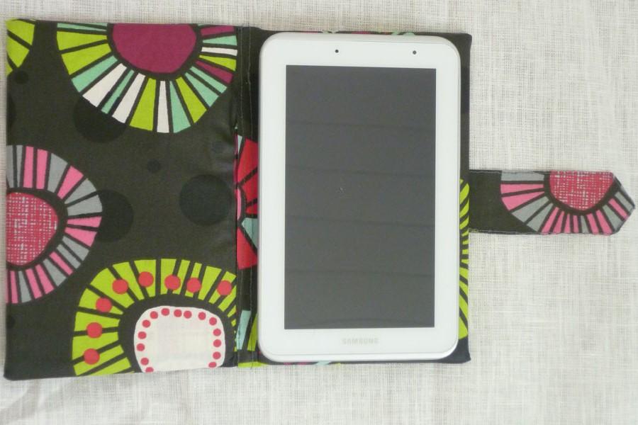 Etui pour tablette réalisé en tissu ou toile enduite
