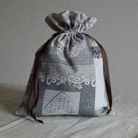 Pochette réalisée en tissu enduit