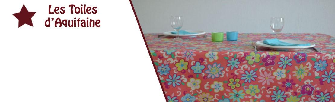 Nappe en coton enduit ou toile enduit à l'esprit champêtre avec de jolies petites fleurs sur fond rose